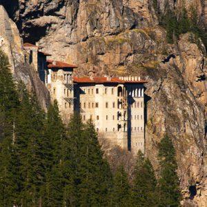 Sumela Monastery Sümela Manastırı Gezi Rehberi: Nerededir, Nasıl Gidilir? Aktiviteler Nelerdir?