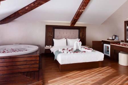 Trabzon'un En Iyi Oteli Sera Lake Resort Hotel Trabzon - Evlilik Teklifi Ve Kutlama Organizasyonu