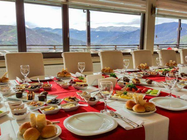 Trabzon-acik-bufe-kahvalti-serpme-kahvalti